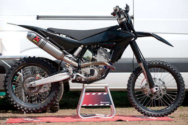 Husqvarna's 2011 motocross model has been spyed during testing in Italy.