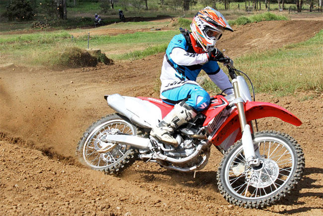 MotoOnline.com.au's Alex Gobert in action using the Bell Moto-9 Titlt Multi. Image: Adam Spence.