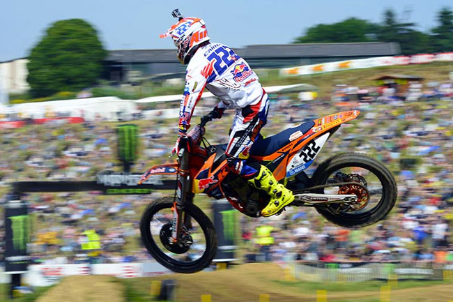 Antonio Cairoli continued his MX1 title defence with another overall win in France.
