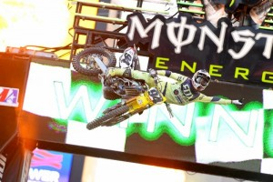 Roczen keeps title hopes alive with Foxborough victory